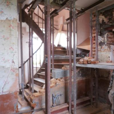 VV : Escalier avant travaux